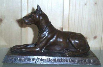 Bronzedogge mit inschrift spende 1906 7 des deutschen doggen clubs