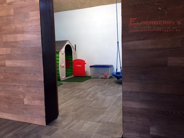 Es Hat Nun Zwei Zimmer Für Die Welpen. Ein Großzügiges Schlafzimmer Mit  Ausgang In Die Spielwiese Und Ein Kinderspielzimmer. Es Sind Noch  Kleinigkeiten Zu ...